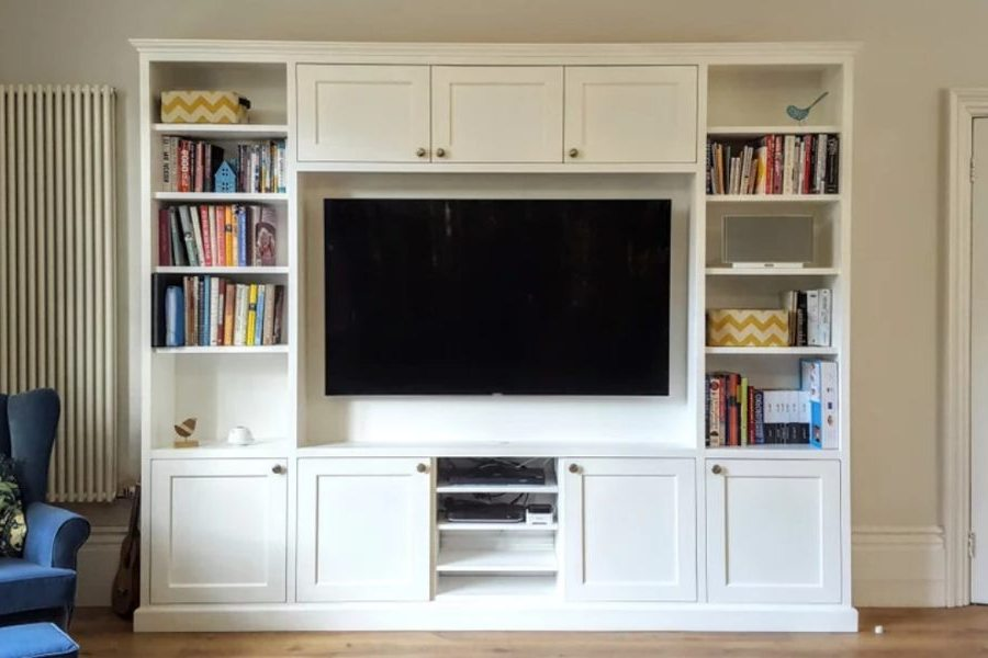 Custom made Entertainment unit Potts Point. Poly painted in vivid white with shaker style doors. Custom made joinery and cabinet making.